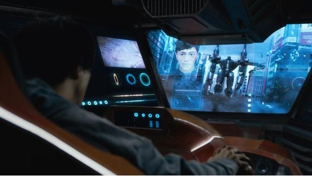 レッドバロンに乗り込んだ健一郎の弟、健の前にブラックバロンが立ちはだかる