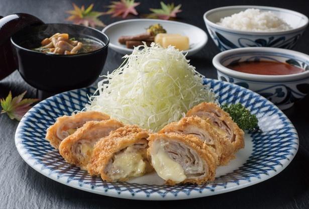 「チーズ入りミルフィーユとんかつ定食」(1380円)/とんかつ かつ○(KATSUMARU)