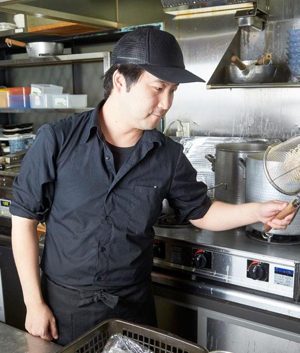 店主の吉田勝利さん/濃厚鶏そば 麺屋武一 神戸本店