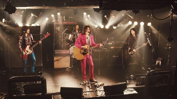 【写真を見る】数々のバンドが演奏してきたライブハウス「La.mama」。イエモンの原点とも言えるこの地で無観客ライブが行われた