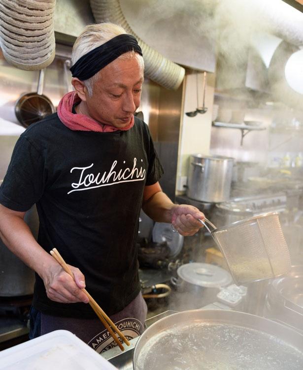 店主の袖岡哲也さん/らぁ麺 とうひち