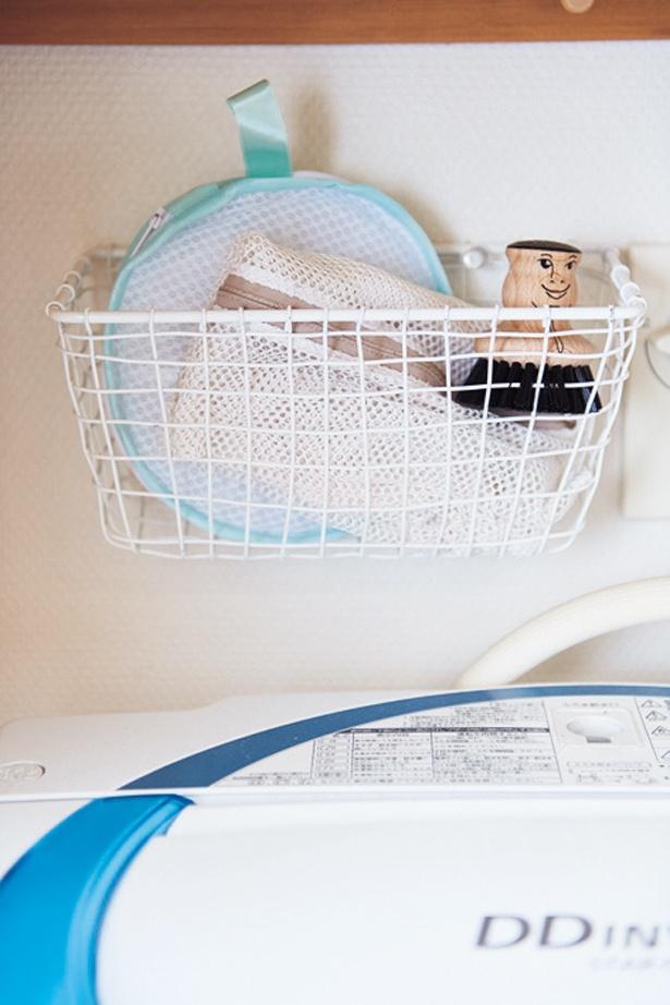 洗濯機奥のすき間に、ネットinカゴ収納。その秘密は…