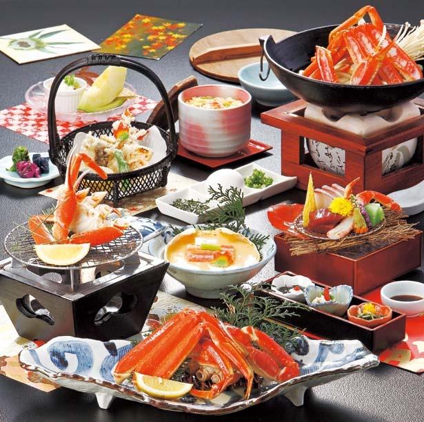 夕食は松葉ガニの鍋、カニ刺し、茹でガニなど全9品/皆生グランドホテル 天水