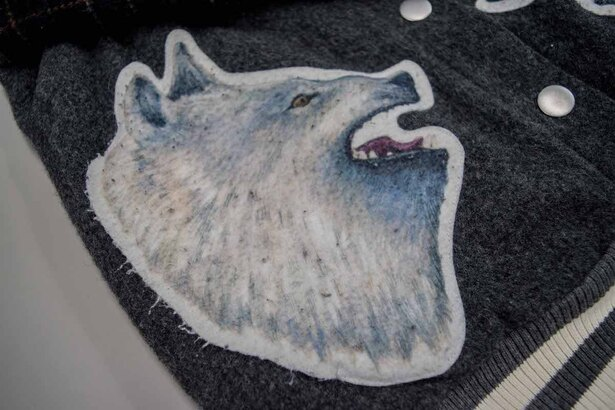 毛玉だらけのオオカミ