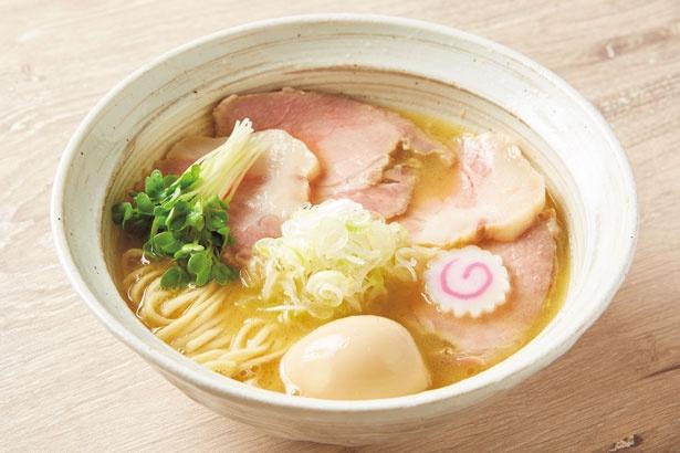【写真を見る】「特製魚介鶏そば(醤油)」(980円)/MENYA BIBIRI