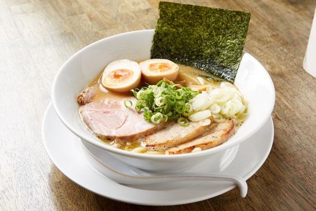 「鶏煮込みらぁめん」(750円)/岡本商店