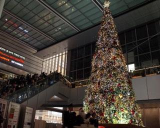 サンタも登場!名古屋駅でクリスマスイルミネーション点灯式を開催