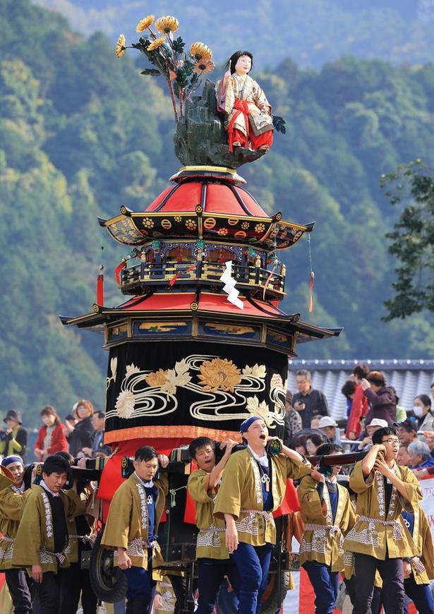 笠鉾には商売繁盛や子孫繁栄を願う飾りが付けられている