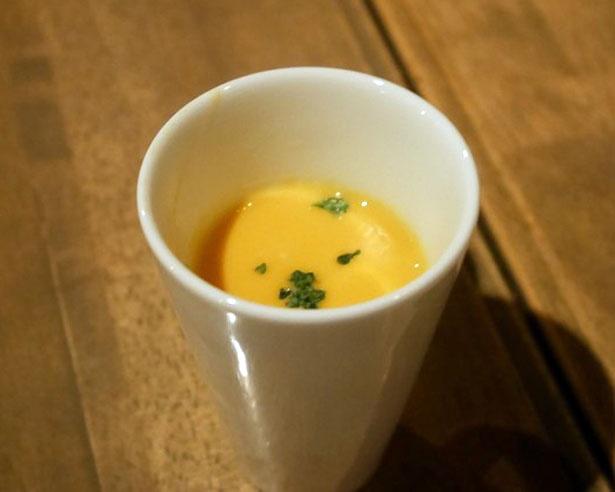 本日のスープは、バターナッツとカボチャのスープ