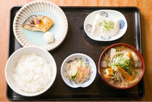 「豚汁定食」(890円)は、里芋のトロトロ感がクセになるおいしさ