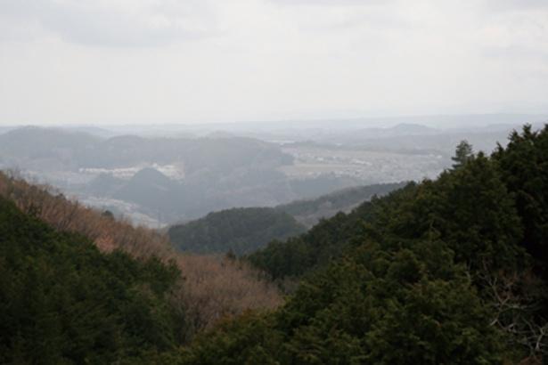 駒高から見た景色。晴れた日には、遠くに富士山の姿が!