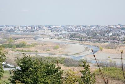 本丸から見える、多摩川と秋川の合流。歴代城主が水運を支配していたことがわかる