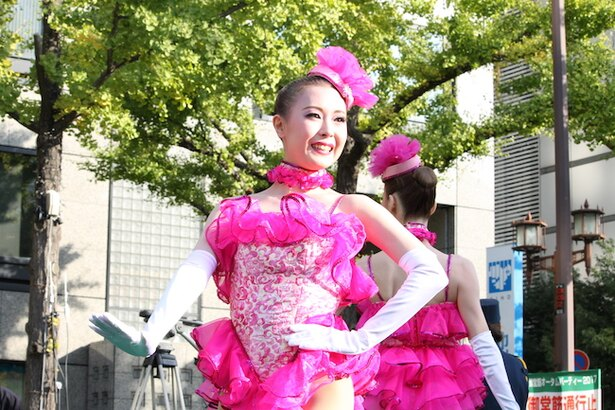 OSK日本歌劇団が華麗なラインダンスを披露!