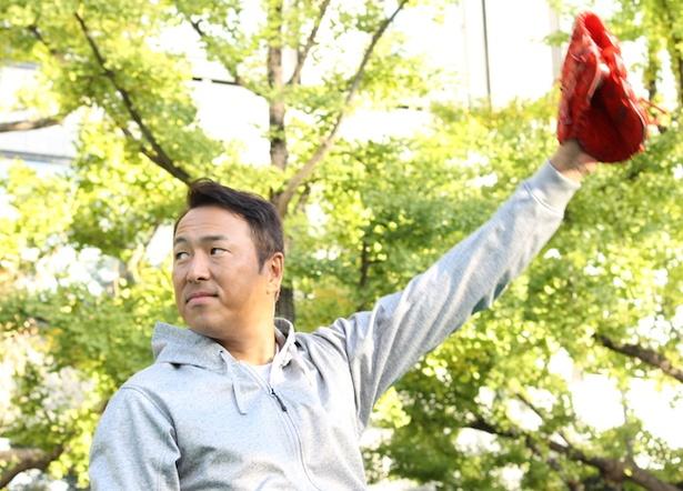 黒田が投げたボールが石井一久や斎藤隆、子どもたちの手に渡り400メートルの距離を縦断。無事、黒田のグラブに戻ってきた