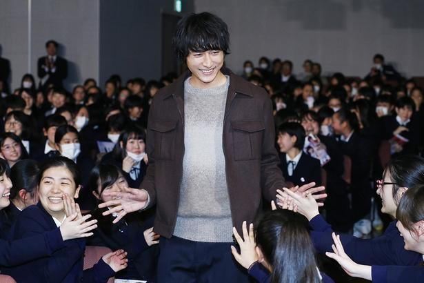 小関裕太の笑顔もファンを魅了した