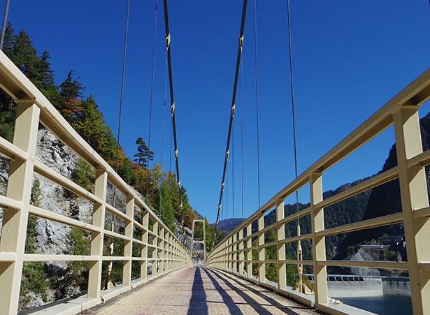 「カンパ谷の吊り橋」では、多彩な構図で奥行きのある写真が撮れる