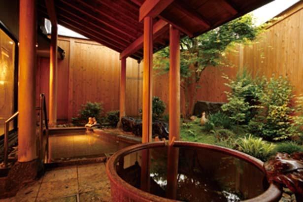 白石の湯(男湯)&赤石の湯(女湯)共内湯、かに風呂のある露天風呂など/なごみの春風の宿 さだ助