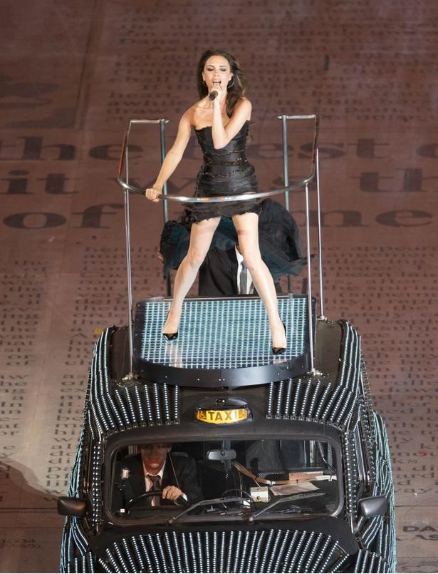 【写真を見る】2012年ロンドンオリンピックにて、圧巻のパフォーマンスを見せたスパイス・ガールズ