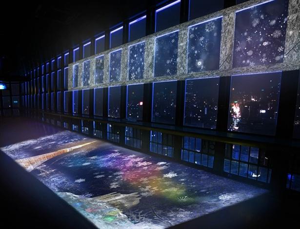 展望台の床面と窓面へのプロジェクションマッピング演出によって、 東京タワーが魔法によって凍りついているような世界が表現される。