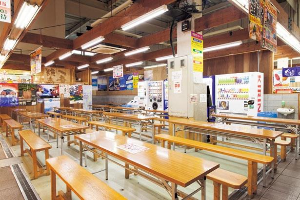 市場内にある2か所のイートインスペース/道の駅 舞鶴港 とれとれセンター