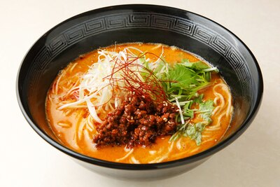 「汁あり担々麺」(850円)。ゴマと唐辛子などの豊かな風味が食欲を掻き立てる
