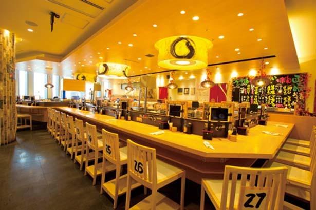 カウンターは21席。ボックスも54席ありキャパは広い/函館函太郎 グランフロント大阪店