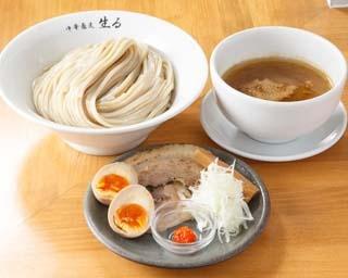 東京の有名つけ麺店などで修業経験のある店主が営む「中華蕎麦 生る」