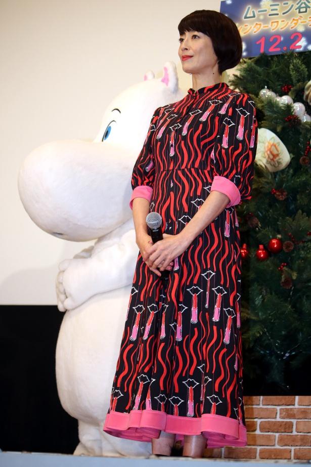 【写真を見る】素敵!宮沢りえは北欧テキスタイルのロングドレスで登壇