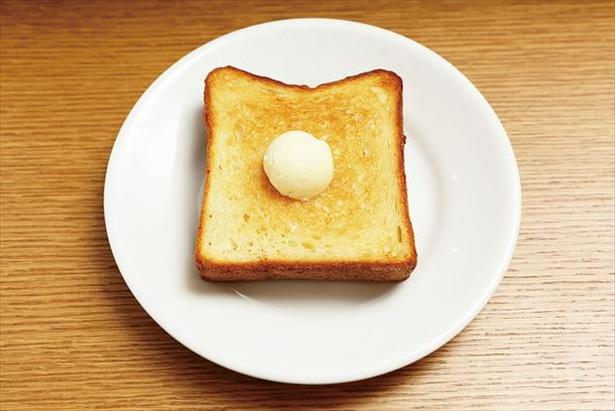 ランチメニューの「バタートースト」(350円)。「GARDEN HOUSE CRAFTS」自慢のもっ ちりした食パンをシンプルに味わえる
