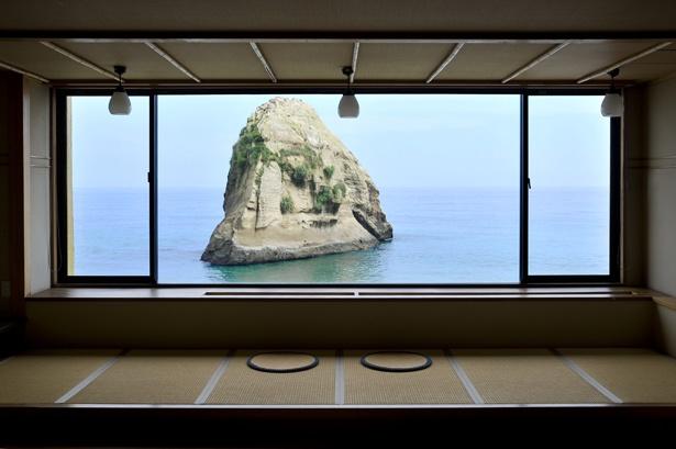 海と巨大岩が圧巻の、二ツ島観光ホテルの絶景露天風呂