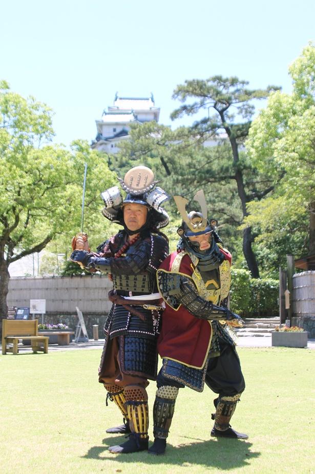 和歌山城を背景に甲冑体験