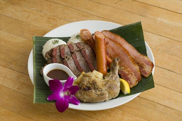 4種類のお肉とステーキソースがクセになる「アイランドミートプレート」(税抜2980円)