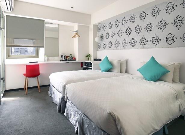 シンプルで落ち着いた雰囲気の客室