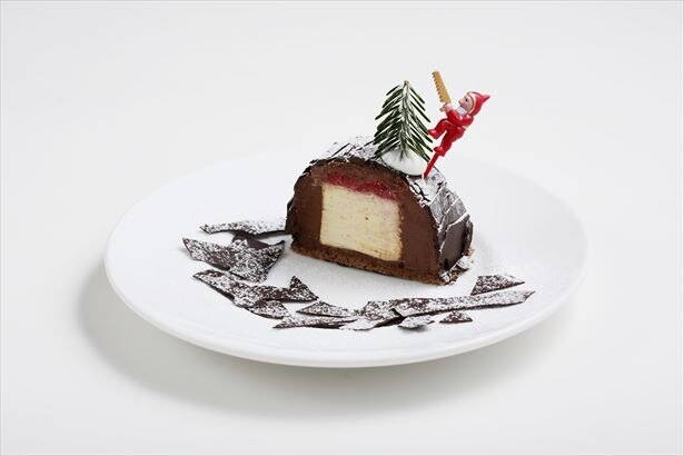 甘いバニラムースとビターなチョコムースを楽しめる「スノーブッシュ・ド・ノエル」(税抜850円)