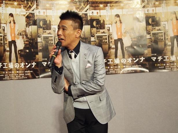 写真撮影後、NHK広報からマイクを奪い、話し始めた柳沢慎吾