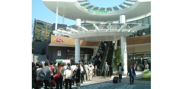 埼玉県越谷市の「イオンレイクタウン」のオープニングには長蛇の列が