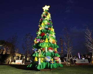 高さ約10メートルのクリスマスツリーが登場(ライトアップ前)