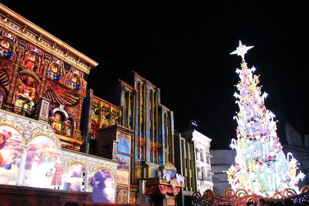 "「NHK紅白歌合戦」への出場も発表された西野カナが世界一の新""クリスマス・ツリー""と共演"