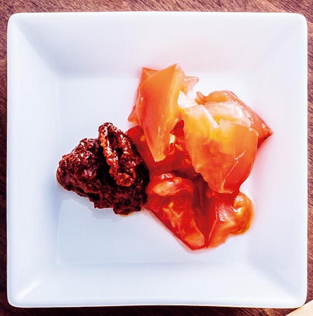 よく料理で使われる鉄板の組み合わせ「トマト+豆板醤」。しゃぶしゃぶの肉やレタスで巻いて食べたい!