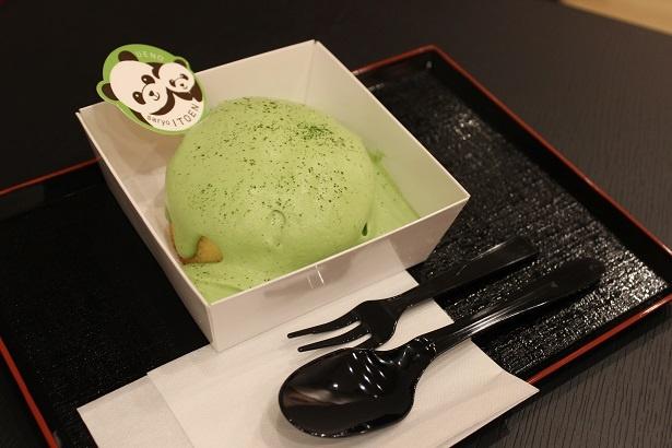 【写真を見る】同店限定の和スイーツメニュー「抹茶ミルククリームパンケーキ」(579円)