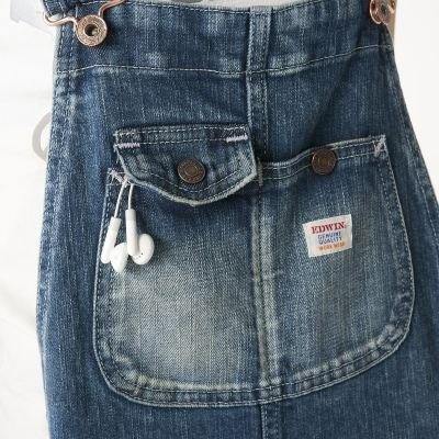 音楽プレーヤーも収納しやすい落下防止を重視したフラップポケットとスナップポケットを配したビブポケット
