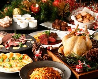 前菜からメイン、デザートまで、バラエティ豊かな料理でクリスマスを盛り上げる