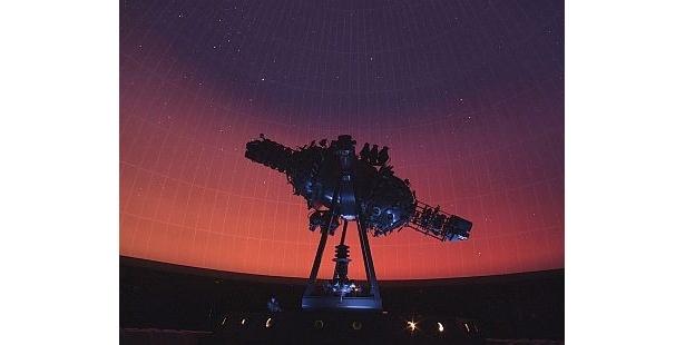 直径15mのドームに満点の星が映し出される「なかのZERO プラネタリウム」。1回200円と、こちらも格安
