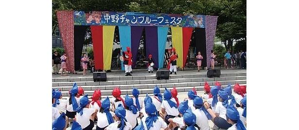 「中野チャンプルーフェスタ」は、エイサーをはじめ、沖縄民謡や和太鼓で盛り上がる