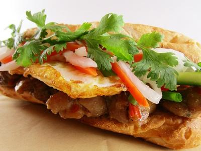 【写真を見る】ベトナムのサンドウィッチ「Banh Mi(バインミー)」