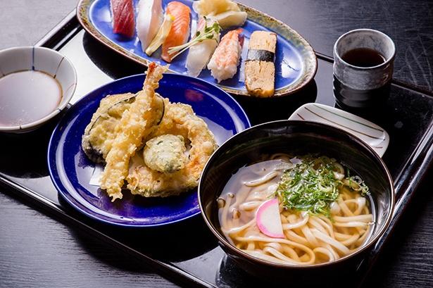 「にぎりと天ぷらセット」(1058円)。天ぷらと握り寿司まで付いて、値段以上の満足感をひとつのお盆で味わえる
