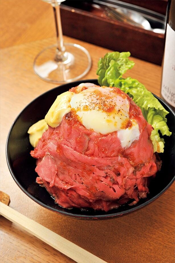 「GOU STAND」のローストビーフ丼(Lサイズ/1050円)