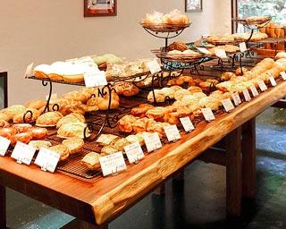 健康志向の体にやさしいパンが約70種類もそろう「パンストック」