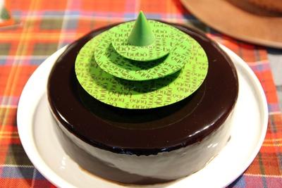"""ブボ バルセロナの「シャビーナ・ノエル グリーンツリー」(6480円)。""""世界一のチョコレートケーキ""""をアレンジしたクリスマスケーキも、エキナカで手に入る"""