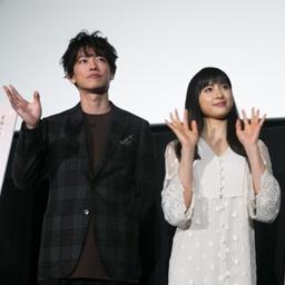 『8年越しの花嫁 奇跡の実話』でW主演の佐藤健と土屋太鳳